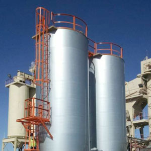 Asphalt storage tanks